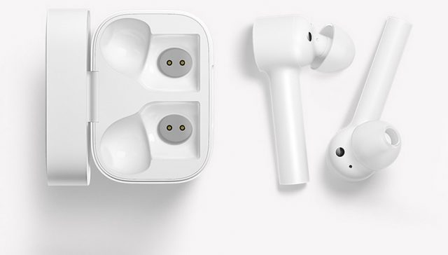 Сравнение наушников Xiaomi Mini Bluetooth Headset и Air Mi True Wireless Earphones